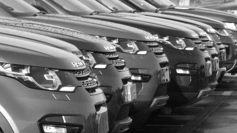 Esclusa la tassa automobilistica a carico delle concedenti per i beni in locazione finanziaria e chiariti gli effetti dell'abrogazione di una norma d'interpretazione autentica
